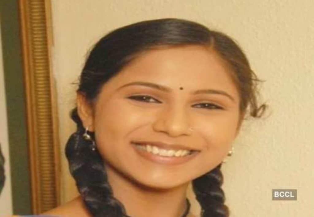 kimizin Yerine Sugna Jagdishin kız kardeşi