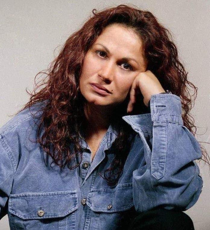 Nihal Menzil kadın dizisi Gülten