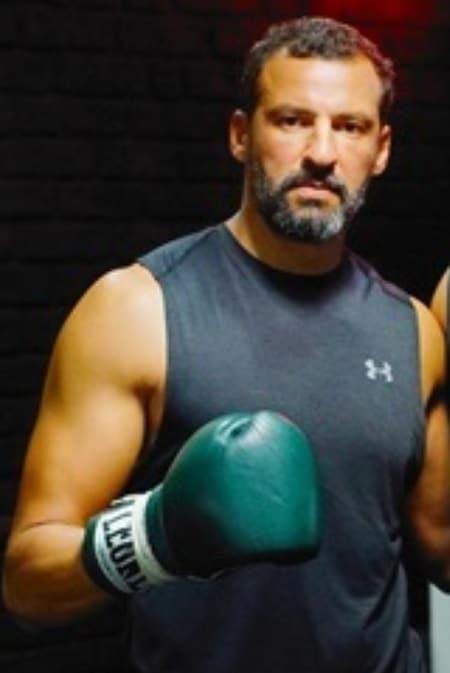 Faical Attougui şampiyon dizisi oyuncusu rakip boksör