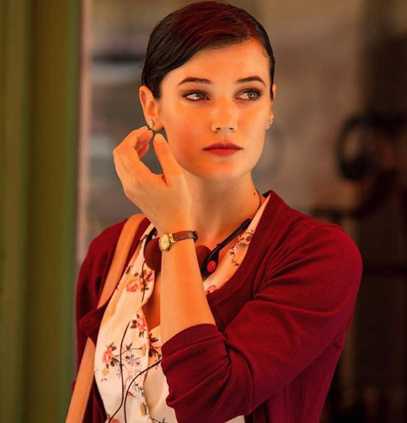 Burcu aşk 101 dizisinde Pınar Deniz'in hayat vereceği karakterdir