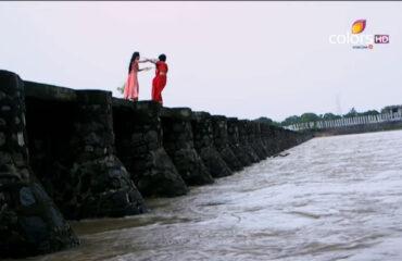 Bıçak Sırtı 28. Bölüm Özeti 14 Kasım Ragini Swara'yı Nehre Attı Swara Öldü Mü