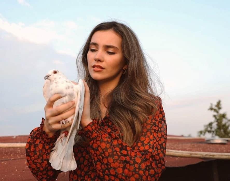 Güvercin Zülüf Kimdir