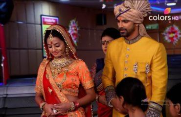 Bıçak Sırtı 98. Bölüm Özeti 23 Ocak Swara Sahil İle Evlenmek İstediğini Söyledi