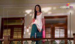 Bıçak Sırtı 121. Bölüm Özeti 15 Şubat Ragini İntihara Kalkışır Nikhil Swara'yı Öldürmeye Çalışır