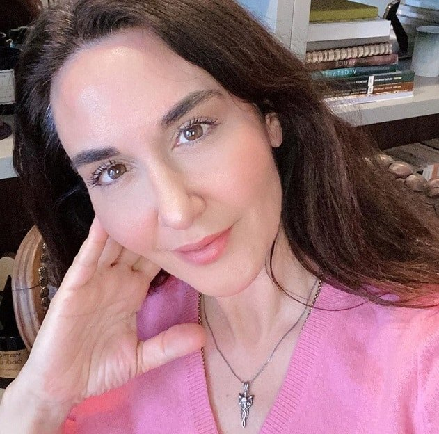 Ayşe Tolga ev hali dizisi oyuncusu