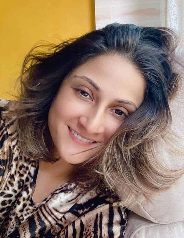 Urvashi Dholakia güz masalı Dr. Komolika Rana