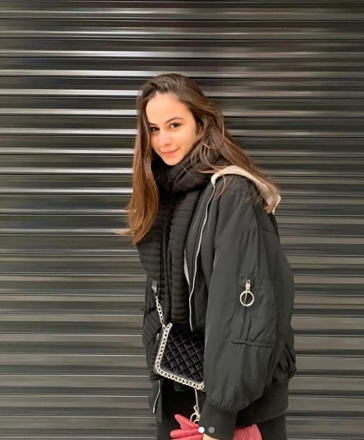 Kalp Yarası Müge Kimdir Müge 28 30 yaşlarında güzel bir kızdır.