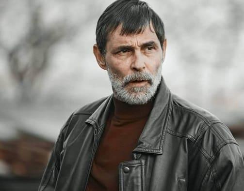 Erdal Beşikçioğlu hamlet oyuncularından oldu. dizi de erkek başrol olacak elit işçan ile